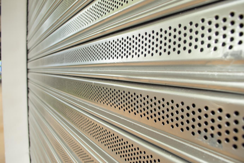 cortina con fleje microperforado